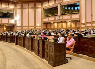 Majlis committee resumes work after threatening strike
