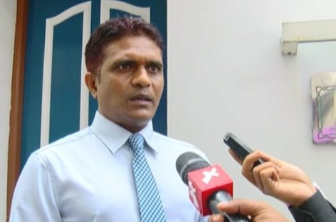 Majority leader threatens journalist with defamation action