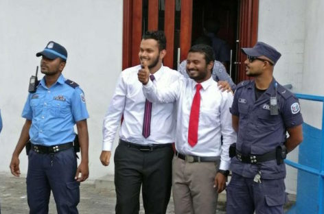 Raajje TV journalists fined for police obstruction