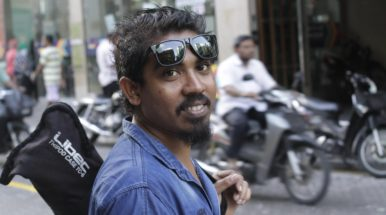 Raajje TV cameraman fined US$195 for obstructing police