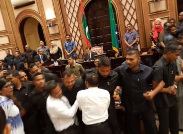 Soldiers surround speaker as opposition MPs protest in Majlis chamber