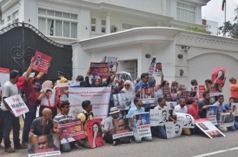 Opposition protest outside Maldivian Embassy in Sri Lanka