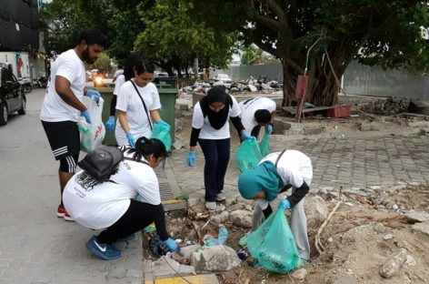 Doctors clean up Malé